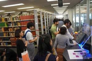 図書館のシステムを視察
