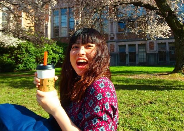 ワシントン大学にある桜の木の下で
